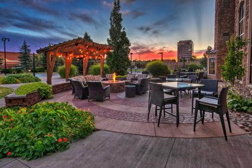 A restaurant or other place to eat at Staybridge Suites Denver - Cherry Creek