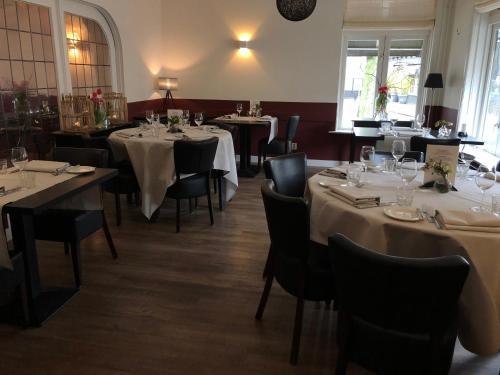 Een restaurant of ander eetgelegenheid bij Bed & Breakfast De Vier Seizoenen
