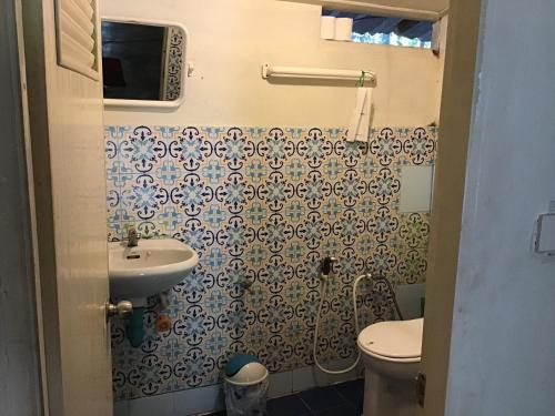 A bathroom at Dawn of Happiness