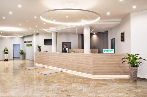The lobby or reception area at H+ Hotel Stuttgart Herrenberg