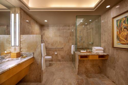 A bathroom at Four Seasons Hotel New York