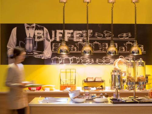A restaurant or other place to eat at ibis Budget Ambassador Seoul Dongdaemun