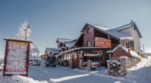 Hotel Zlatni bor during the winter
