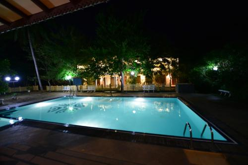 Swimmingpoolen hos eller tæt på J C Village