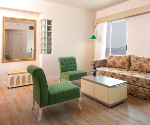 אזור ישיבה ב-Herods Palace Hotels & Spa Eilat a Premium collection by Fattal Hotels