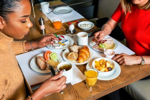 Breakfast options available to guests at ibis Zurich Adliswil