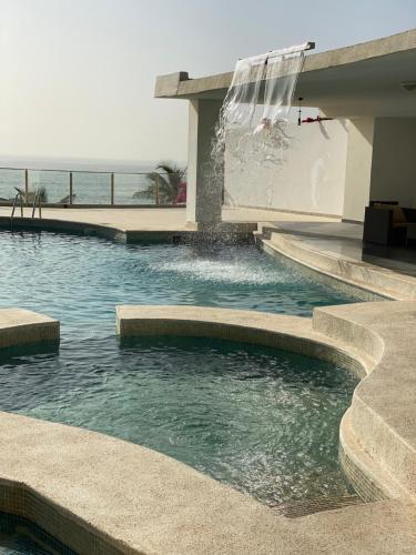 The swimming pool at or near Villa Somone pied dans l'eau