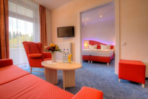 Ein Sitzbereich in der Unterkunft Hotel Hochsauerland 2010