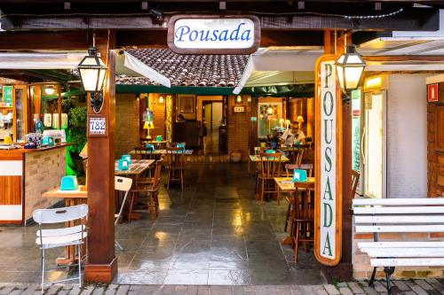 A restaurant or other place to eat at Pousada Don Diego