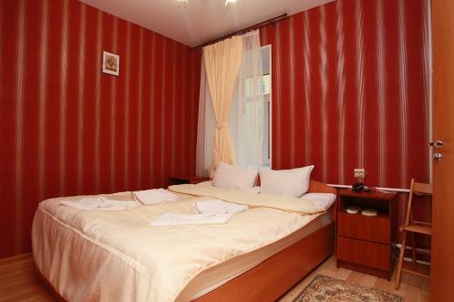 Кровать или кровати в номере Piter House