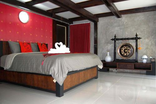 A bed or beds in a room at Swiss-Lanna Lodge