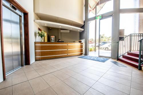 The lobby or reception area at Warners at the Bay