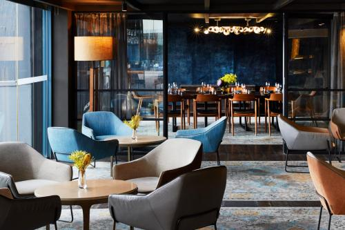 The lounge or bar area at Pier One Sydney Harbour, Autograph Collection