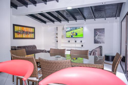 The lounge or bar area at Apartment El Jeffe Medellin