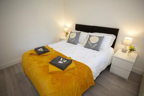 A bed or beds in a room at Best rates for essential workers and contractors Parking wifi