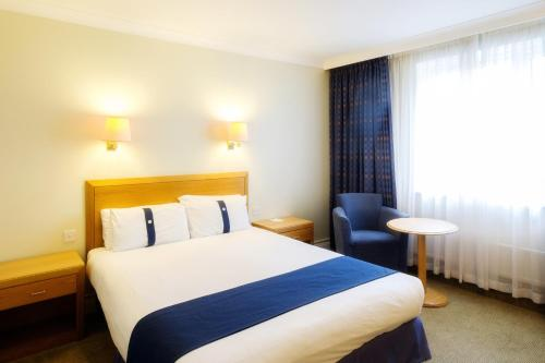 A bed or beds in a room at Holiday Inn Southampton Eastleigh