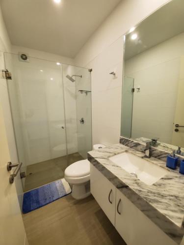 A bathroom at Nuevo Condominio en Ocean Reef
