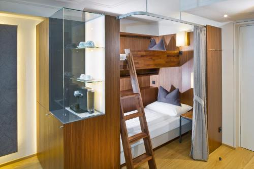 A bunk bed or bunk beds in a room at Hotel Maximilian - Stadthaus Penz