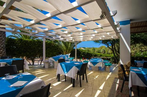 A restaurant or other place to eat at Village & Camping La Foce