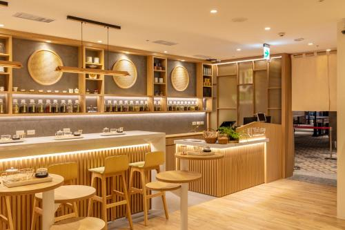 A restaurant or other place to eat at The Stay Capsule Hotel-Taoyuan Airport T2