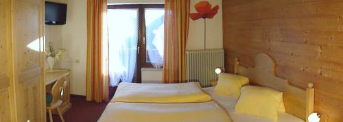 En eller flere senger på et rom på Alpenhof Schwaiger
