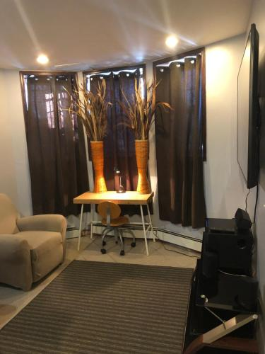 A seating area at Brooklyn's Finest - Cozy 2 Bedroom