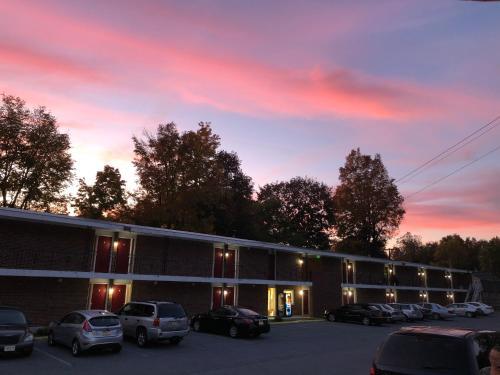 Вид на восход или закат из мотеля или места поблизости