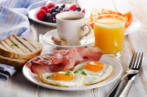 Breakfast options available to guests at Hotel Mela Times Square