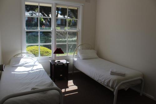 A bed or beds in a room at Australian Home Away @ Doncaster Grange Park
