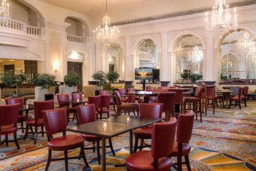 Um restaurante ou outro lugar para comer em The Fairfax at Embassy Row, Washington D.C