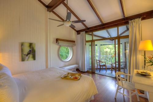 A bed or beds in a room at Monteverde Lodge & Gardens