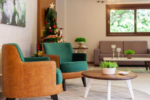 A seating area at Tri Hotel Lago Gramado