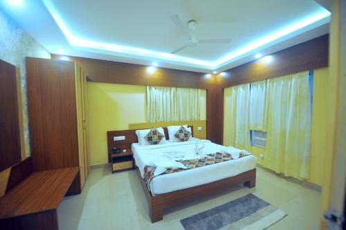A bed or beds in a room at Pipul Hotels and Resorts Suites near Puri Sea Beach