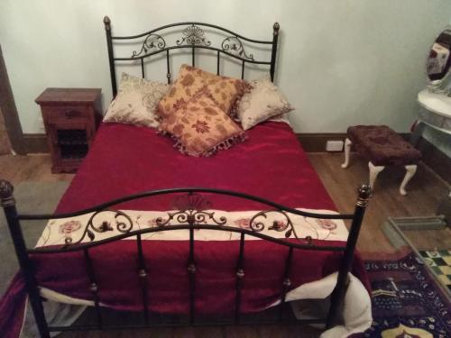 A bed or beds in a room at Hainton Lodge - Grimsby Cleethorpes Lincolnshire