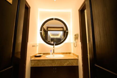 A bathroom at Dragon Pearl Hotel