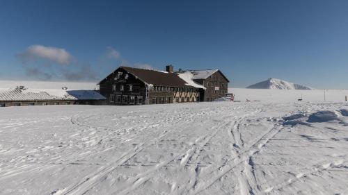 Luční bouda during the winter