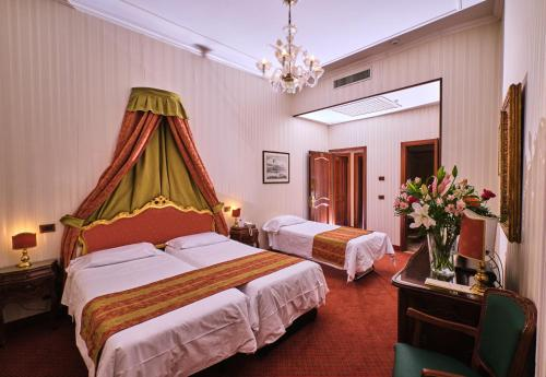 A bed or beds in a room at Hotel Kette