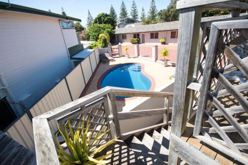 A view of the pool at Archipelago Apartments Esperance - The Quays Apartments or nearby
