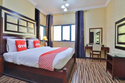 سرير أو أسرّة في غرفة في Grand Pj Hotel