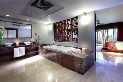 A bathroom at Grand Palladium Bavaro Suites Resort & Spa - All Inclusive