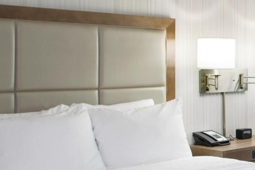 A bed or beds in a room at Hampton Inn And Suites By Hilton Columbus Scioto Downs, Oh