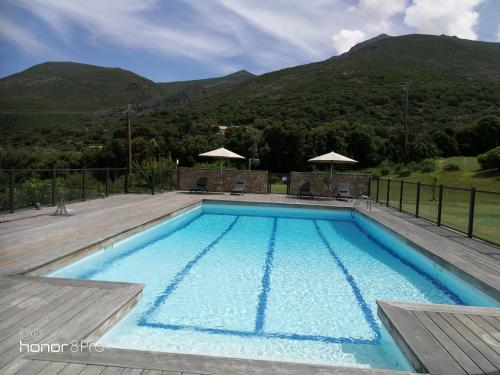 The swimming pool at or near Villas San Daniellu