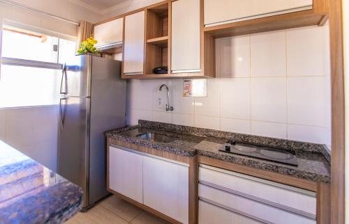 A kitchen or kitchenette at Apartamento Via Caldas L'Acqua II