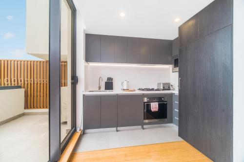 A kitchen or kitchenette at 789 Vacay