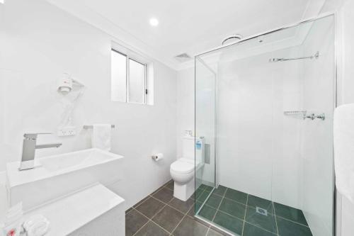 A bathroom at WM Hotel Bankstown