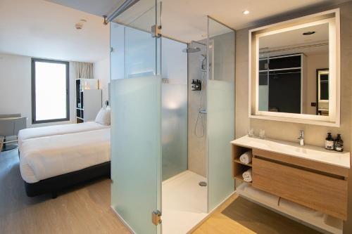 A bathroom at INNSIDE by Melia Zaragoza