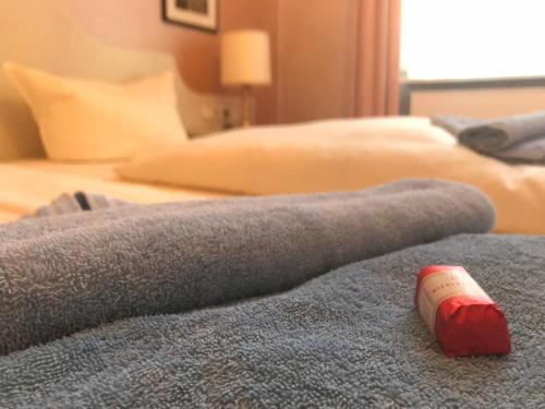 Ein Bett oder Betten in einem Zimmer der Unterkunft Gästehaus Kaiserhof Lübeck