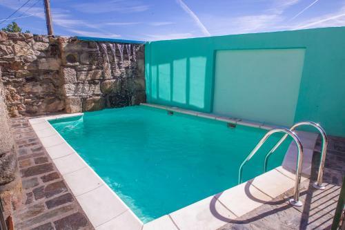 The swimming pool at or near Casa Rural El Cartero