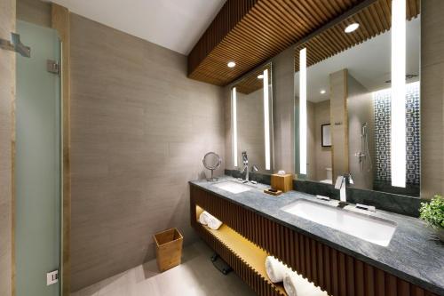 A bathroom at Hard Rock Hotel Los Cabos