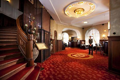 Majoituspaikan Hestia Hotel Barons Old Town aula tai vastaanotto